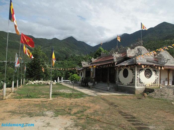 chua tai suoi luong