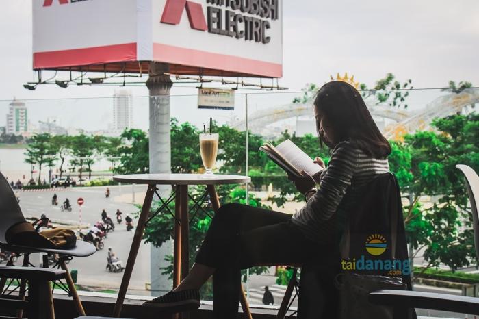 Moon coffee Da Nang