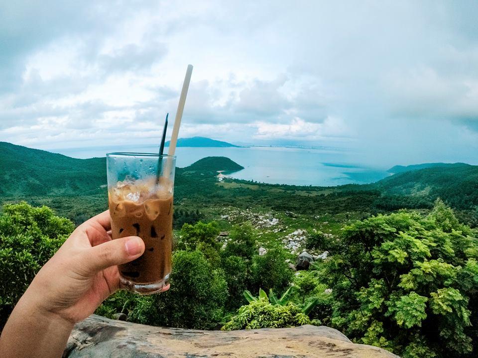 Cafe với núi ngắm vẻ đẹp mê hồn của đèo Hải Vân - 1