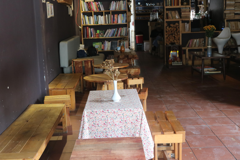 Chốn mộng mơ cho kẻ lãng du ở La pensée café Librairie - 1.2