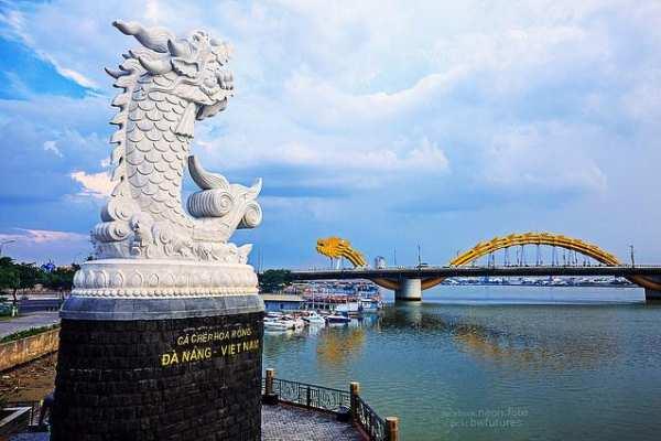 Hình cá chép hóa rồng tại cầu khóa tình yêu Đà Nẵng đặc biệt