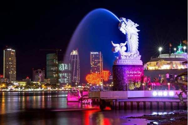 Hình ảnh cá chép hóa rồng tại cầu tình yêu Đà Nẵng